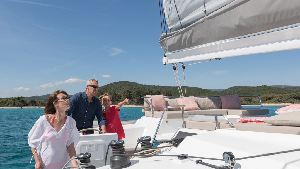 The access to the flybridge is safe and fluid and does not disturb the helmsman: a success!