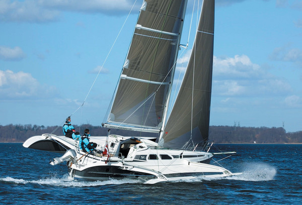 Boat Review by Multihulls World of: Trimaran - Multihulls World