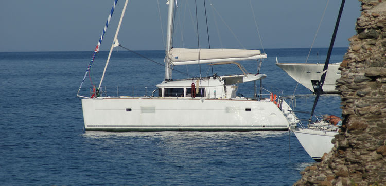 A compact and easy-to-live-with catamaran, both at sea and at anchor.