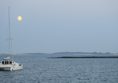 Meeting with the Moon in the last Breton lagoon.