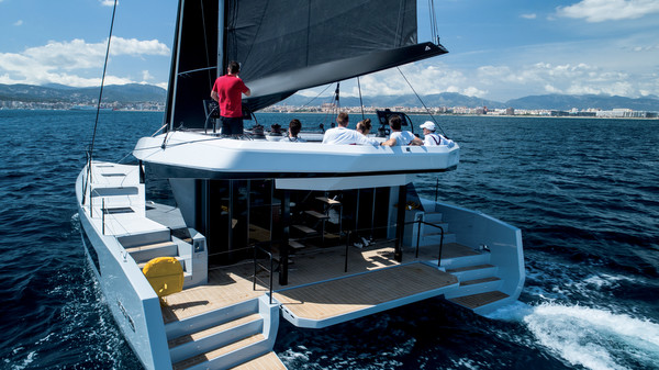 Boat Review by Multihulls World of: Catamaran - Multihulls World