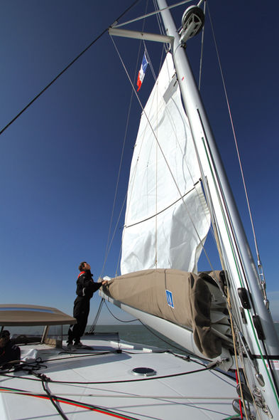 Setting the mainsail step 10