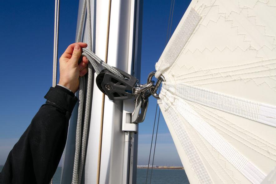 Setting the mainsail step 5