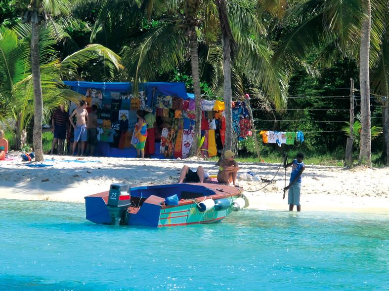 Destination Grenadines in multihull