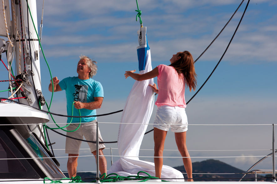 Downwind : under full sail