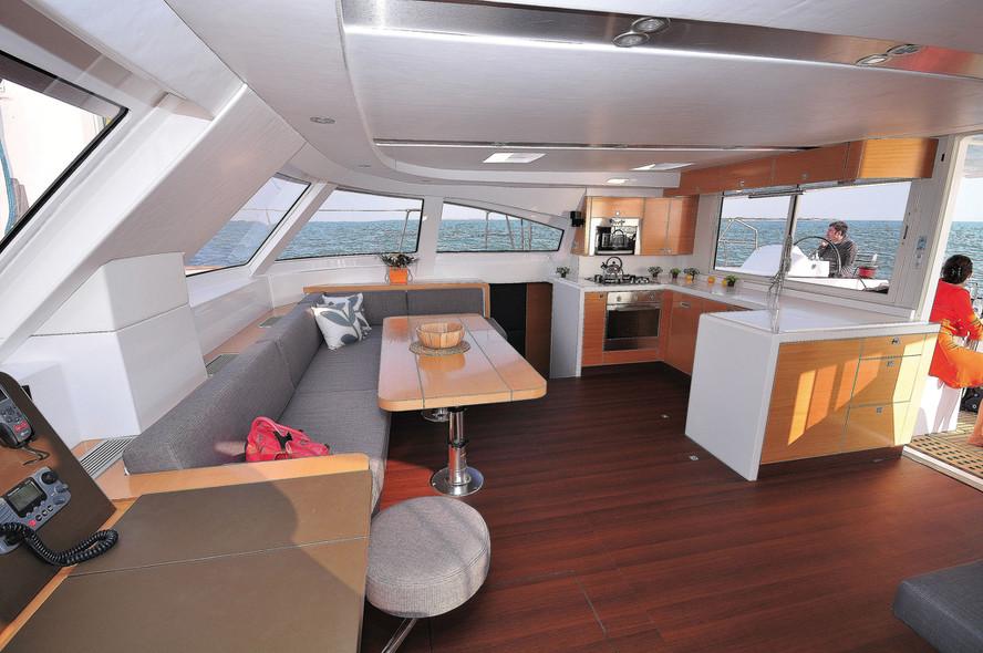 Test catamaran Nautitech 542