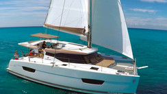 LUCIA 40: a luxury 40 footer for cruising