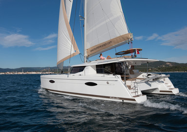 Video: sailing aboard the new Fountaine-Pajot Helia 44