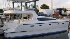 Havana 42 Flybridge Powercat