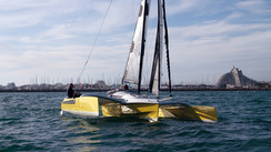 So what about a trailable trimaran? Dragonfly 25 vs. Astus 24: the match!