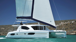 Leopard 44' opens the coachroof door